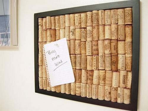 Доска для записей, сделанная из пробок от вина