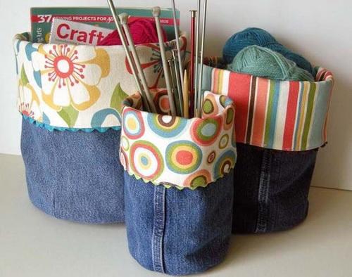 Мягкие корзиночки для ниток и журналов, сшитые из штанин старых джинсов